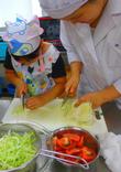 夏休み企画「親子料理教室~ピザ作りに挑戦~」