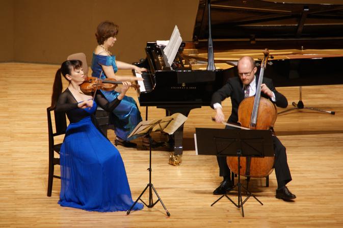 第1回音楽鑑賞会「華麗なる~ピアノトリオコンサート」を開催しました
