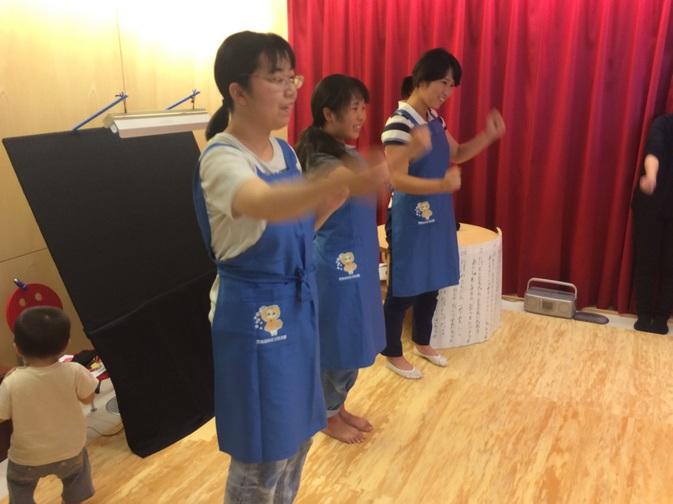 豊後高田市立図書館のおはなし会でボランティア