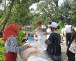 国際交流会が日田市天瀬町住民と案山子を作成しました