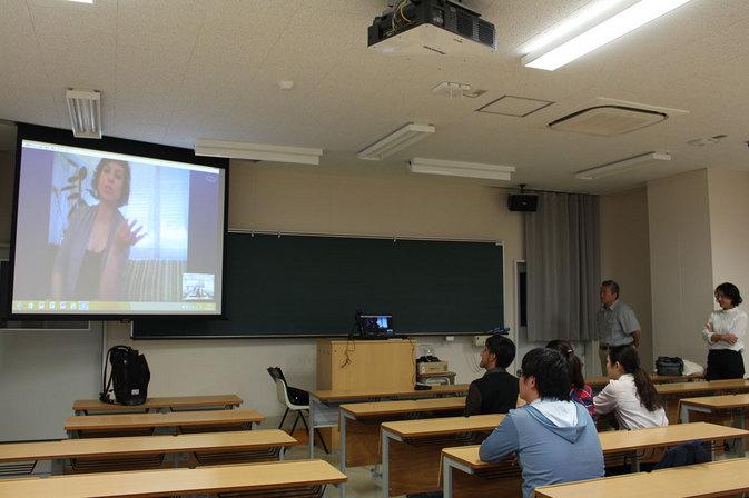 別大の教室が世界に通じる『どこでもドア』に!-Skypeでセルビアと国際交流-