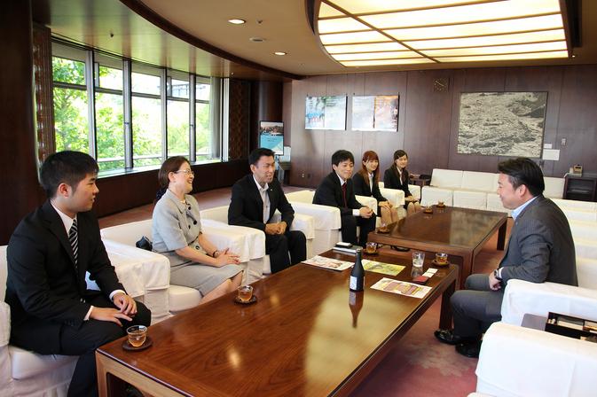 「夢香米焼酎」の完成報告に長野市長を表敬訪問