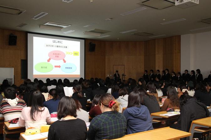 卒業論文発表会を開催しました
