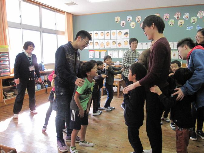 日田市立東渓小学校で本学留学生が交流会を開催しました