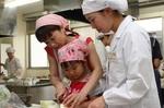 食物栄養学科が「親子料理教室」を開催しました