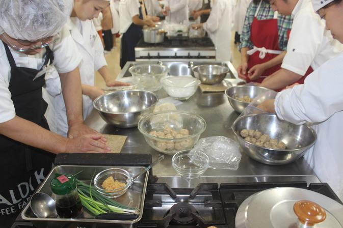【食物栄養科学部】公開セミナー「味噌をつくって料理をしよう!」を開催しました