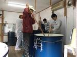 発酵食品学科の学生がどぶろく祭仕込みを体験(杵築市大田、白髭田原神社)