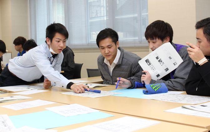 国際経営学科が由布高校と合同授業を行いました