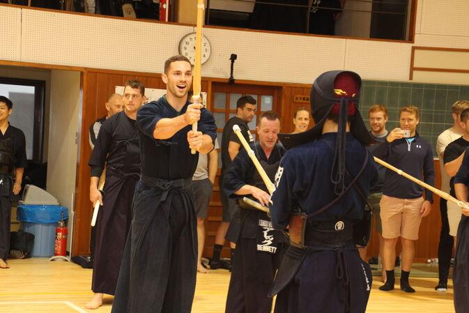 ウェールズ代表選手が本学にて剣道体験を行いました
